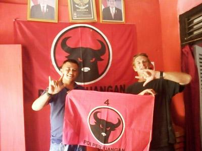 Sambangi Kantor DPC PDI Perjuangan, Turis Asal Prancis Minta Bendera