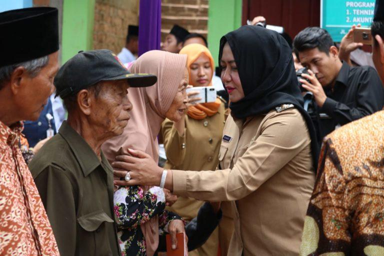 Bupati Hj.Winarti.SE.MH Melakukan Kunjungan Kerja Ke PONPES Darul Islah di Kecamatan Banjar Margo