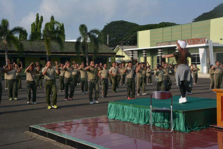 Jaga kebersamaan, Prajurit, PNS Dan Persit Korem 043/Gatam Senam Bersama