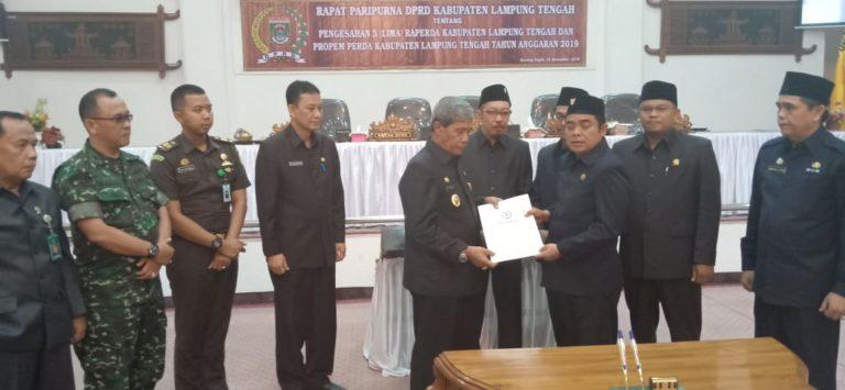 Lewat Paripurna DPRD Lampung Tengah Sahkan APBD 2019