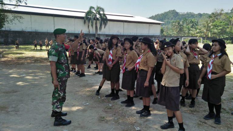 Babinsa Koramil 410-01/PJG Kodim 0410/KBL Berikan Pelatihan PBB Dan Wasbang Kepada Siswa SMP Xaverius 3 Panjang