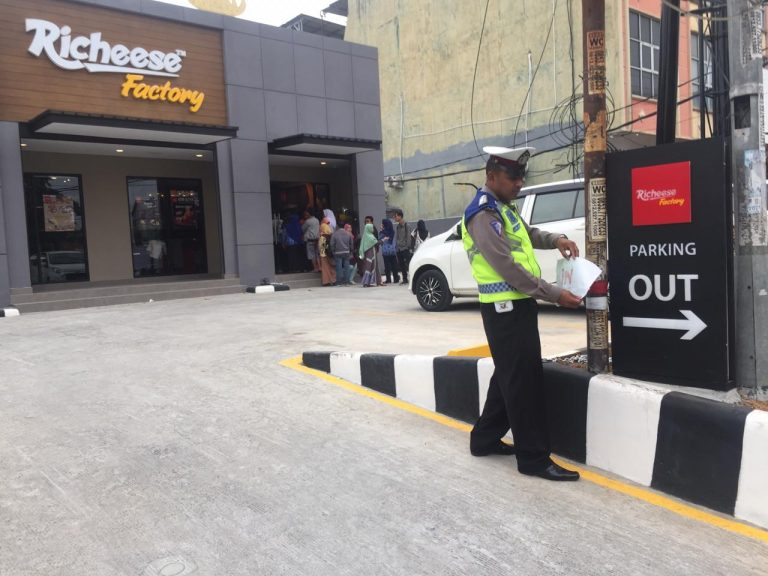 Satlantas Polresta Bandar Lampung Beri Imbauan Lalulintas Kepada Restoran Recheese Factory