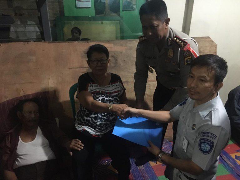 Dirlantas Polda Lampung dan Pihak Jasa Raharja Kunjungi Rumah Korban Kecelakaan Maut