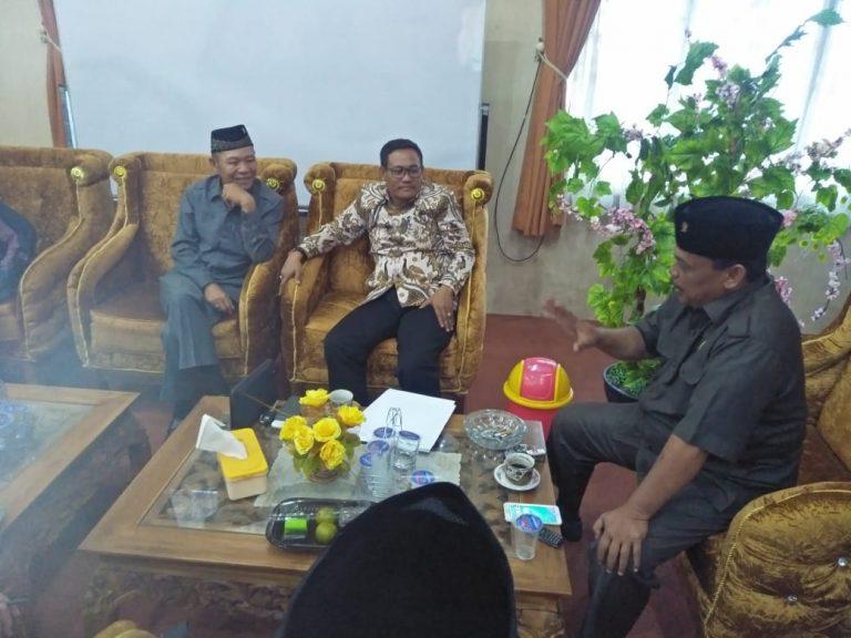 Masyarakat Tiga Kampung Mengadu Soal Kejelasan Lahan ke DPRD dan Bupati