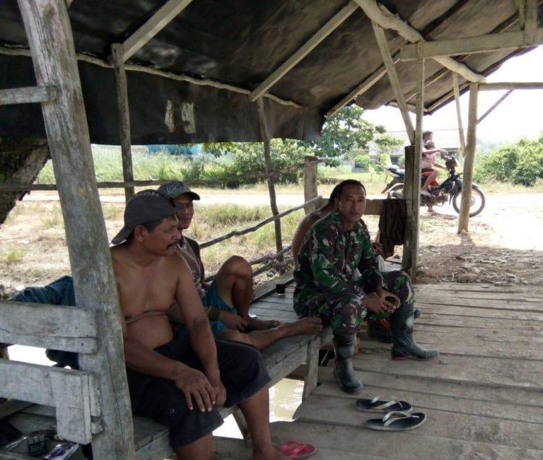 Bangun Sinergitas TNI – Masyarakat, Babinsa Koramil 426-01/Mesuji Laksanakan Komsos