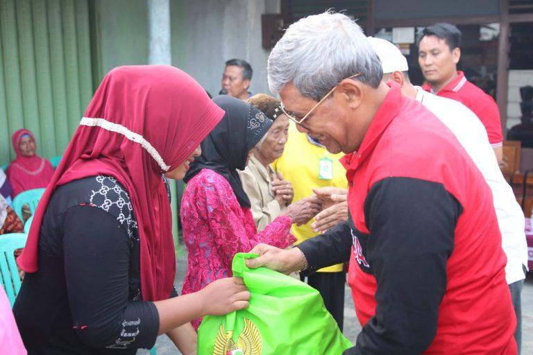 Bupati Loekman Berikan Bantuan Pada Warga Nambahdadi yang Terdampak Puting Beliung