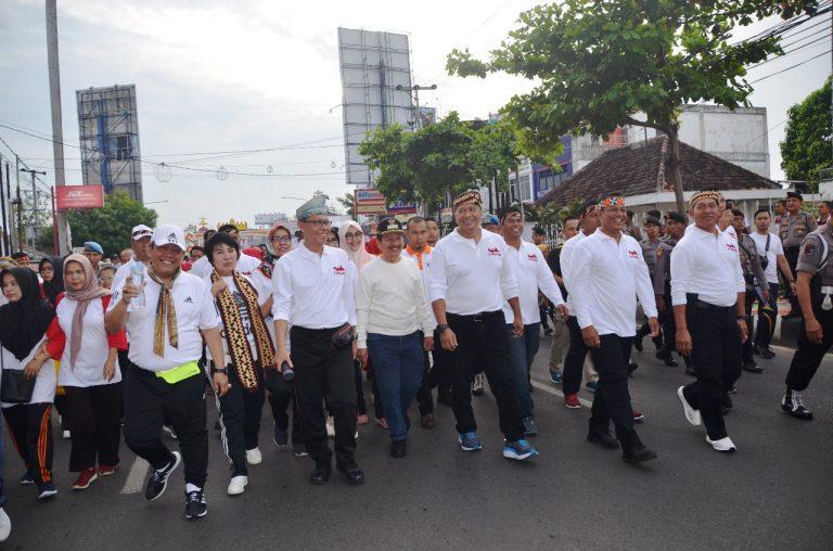 Danrem 043/Gatam Bersama Ketua Persit KCK Koorcab Rem 043 PD II/ Swj Ikuti Gerak Jalan Santai Memperingati hari Ibu Ke 91 Tahun 2019